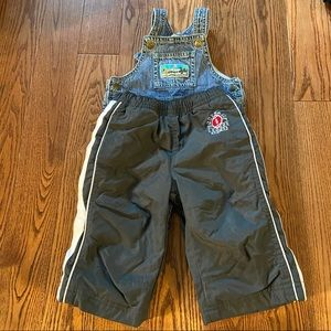 🛍3/$25 Bundle of overalls and track pants 6m